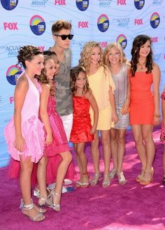 Justin bieber with the girls from dance moms...even tho I HATE dance moms because its stupid...I'm still jealous