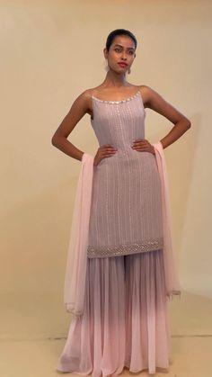 Party Wear Indian Dresses, Designer Party Wear Dresses, Indian Gowns Dresses, Indian Bridal Outfits, Dress Indian Style, Indian Fashion Dresses, Indian Designer Outfits, Casual Indian Fashion, Indian Wedding Fashion