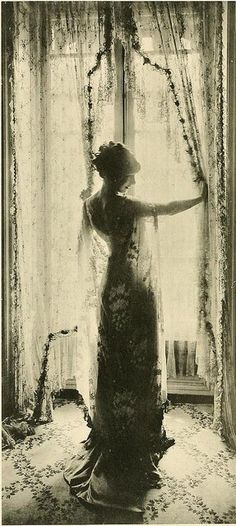 Callot Soeurs, salon - 1910 - The Creators of Fashion