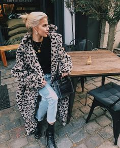 Leopard Print Fuzzy Teddy Coat Oversized Leopard Print Fuzzy Teddy CoatOversized Leopard Print Fuzzy Teddy Coat All Black Outfit + Tan Tote Bag Bear Jacket, Bear Coat, Leopard Fur Coat, Fur Coat Outfit, Hoodie Outfit, Coat Dress, Teddy Coat, Look Cool, Coats For Women