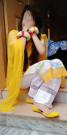 Pakistani Girls Pic, Beautiful Pakistani Dresses, Stylish Girls Photos, Stylish Girl Pic, Cute Girl Poses, Cute Girls, Sad Girl Photography, Dreamy Photography, Hand Photography