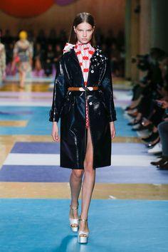 Miu Miu Spring 2017 ready-to-wear collection Paris Fashion Week Fashion 2017, Look Fashion, Couture Fashion, Runway Fashion, High Fashion, Fashion Show, Fashion Design, Paris Fashion, Fashion Weeks