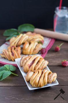 Erdbeer-Franzbrötchen