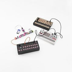 In more awesome #synth news, KORG's new SQ-1 Sequencer features a dedicated littleBits OUT jack! Team up your Synth Kit with your Volca Series. Family portrait on fleek.