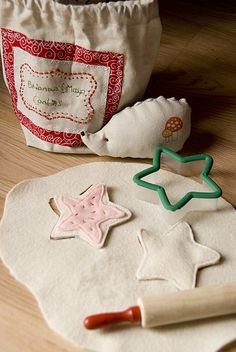 DIY felt cookie baking set