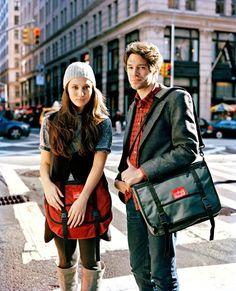 カップルで色違いで持っても良し♡メッセンジャーバッグのコーデ☆お出かけの参考にしたいスタイル・ファッション♪