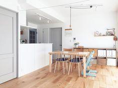 【あの人の暮らしが素敵な理由】新学期も慌てない、やる気を引き出す収納の仕組み〜新生活の迎え方(m____mina.roomさん) | ムクリ[mukuri] Table, Furniture, Home Decor, Decoration Home, Room Decor, Tables, Home Furnishings, Home Interior Design, Desk