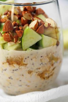 Best easy breakfast recipe. Healthy rolled or steel-cut overnight oats made with greek yogurt, 100% real maple syrup, green apples, and almonds. A no-sugar-added filling breakfast!