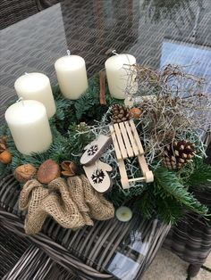 Best Free of Charge Scented Candles centerpieces Ideas How do I create the scent via scented candles previous inside my lounge? The fragrance looks to comp Minimal Christmas, Natural Christmas, Homemade Christmas, Rustic Christmas, Simple Christmas, Christmas Wreaths, Christmas Crafts, Christmas Nails, Centerpiece Christmas