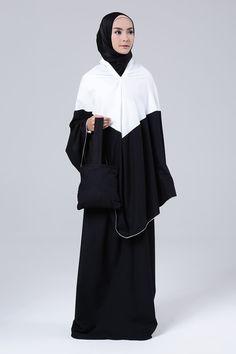 Mukena Mukaga Schaci | Koleksi Praying Set Muslimah Mukena Mukaga Schaci Dari Exobrooch | HIJUP Turkish Hijab Style, Muslim Fashion, Hijab Fashion, Blouse Batik, Hijab Outfit, Muslim Dress, Hijab Tutorial, Prayers, Model