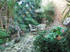 #Back #Yard  #Patio #hiding_garden #secret_garden #vienna Over The Top, Vienna, Yard, Patio, Outdoor Decor, Courtyards, Garden, Court Yard, Terrace