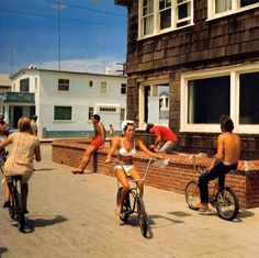 I know exactly where this house is... and it hasn't changed one bit since 1967... nor has the sub-culture as seen here. :) Hermosa Beach (1967)