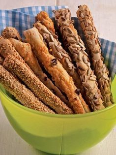KRITSINIA- olive magagine Greek Recipes, Desert Recipes, Fun Baking Recipes, Cooking Recipes, Food Network Recipes, Food Processor Recipes, Greek Bread, Greek Cooking, Food Tasting