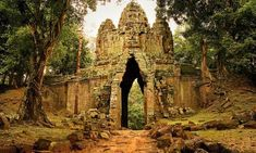 35 Amazing Photos from the Ruins of Angkor Wat Vishnu Temple in Cambodia Angkor Wat, Laos, Nepal, Places To Travel, Places To Visit, Photo Voyage, Thailand Vacation, Temple Ruins, Destinations