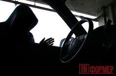 Севастопольский воришка обчистил беспризорное открытое авто http://ruinformer.com/page/sevastopolskij-vorishka-obchistil-besprizornoe-otkrytoe-avto  В дежурную часть ОМВД России по Ленинскому району обратился 24-летний севастополец. Мужчина рассказал, что из его автомобиля «Пежо» похитили аккумулятор и автомагнитолу.«В ходе оперативно-разыскных мероприятий оперуполномоченные уголовного розыска установили, что к краже причастен 18-летний житель Севастополя, ранее судимый за аналогичные…