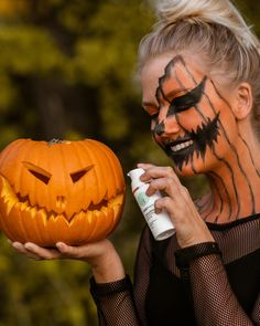 Feiert Halloween mit Cosphera! Fitness Workouts, Anti Aging, Yoga, Happy Halloween, Halloween Face Makeup, Red Blood Cells, Human Body, Collages, Metabolism