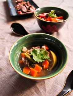 15 minute hot and sour soup with sizzling beef - Wholesome Cook Chowder Recipes, Easy Soup Recipes, Spicy Recipes, Cooking Recipes, Healthy Recipes, Asian Recipes, Savoury Recipes, Asian Foods, Chinese Recipes