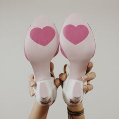 Wedding shoes ♥ Bride shoes ♥ Sapato de noiva ♥ #lapupa #bride #weddingshoes #shoes #handmade #handpainted #bride #vestidodenoiva #art #artshoes #brideshoes #weddingshoes #noiva #sapatodenoiva #wedding #inspiration #design #designshoes #bridal #bridalshoes #casamento #sapatos #sapato #pic #fotografia #photografy #studio #heart www.lapupa.com.br