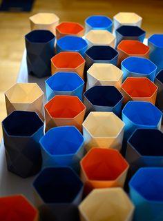 BOCONCEPT NENDO. Regalo promocional diseñado por Kunaru para el lanzamiento de la colección Fusion de BoConcept (colaboración con el estudio de diseño Nendo de Oki Sato). La pieza es fruto del trabajo de Kunaru y Alcalab_Fab. Un portalápices estampado en su base con el dibujo del pingüino de origami de la colección Fusion. #diseño #objeto #papel #origami
