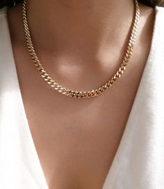 Baguette Diamond Pendant in Solid Gold / Dainty Diamond Necklace / Round Disc Pendant Baguette / Gold Necklace / Birthday Gift for Her - Fine Jewelry Ideas Gold Necklace Simple, 14k Gold Necklace, Diamond Solitaire Necklace, Moon Necklace, Diamond Pendant, Diamond Earrings, Necklace Chain, Layered Gold Necklaces, Layered Chain Necklace