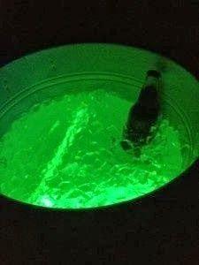 Für Halloween meine Kessel mit Eis füllen und Jägermeister bzw. Vodka reinstellen mit Leuchtstäbchen drin