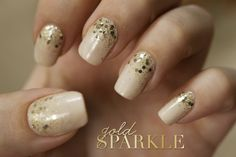 cream & gold sparkly nails