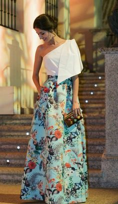 Classy Dress, Classy Outfits, Indian Designer Outfits, Designer Dresses, Casual Dresses, Fashion Dresses, Lagerfeld, Oriental Fashion, Skirt Outfits
