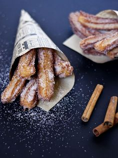 churros with chocolate and espresso sauce Mexican Dishes, Mexican Food Recipes, Sweet Recipes, Dessert Drinks, Dessert Recipes, Food Porn, Comida Latina, Latin Food, Love Food