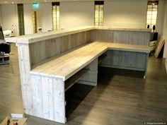 Balie pallet desk, pallet bar, deck bar, built in bar, man cave bar Diy Bar, Diy Home Bar, Bars For Home, Cave Bar, Petits Bars, Pallet Bar, Pallet Counter, Pallet Desk, Basement Bar Plans