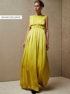 Autumn Winter 2017 Women´s РОКЛЯ ОТ САТЕН С ПЛИСЕТА, LIMITED EDITION at Massimo Dutti for 499. Effortless elegance!