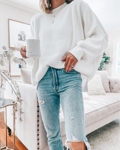 Today I've rounded up 30 of my coziest outfits for Fall. They range from lounge wear & gym looks to work sweaters & date Adrette Outfits, Grunge Outfits, Trendy Outfits, Fashion Outfits, Legging Outfits, Classic Outfits, Oversized Tshirt Outfit, White Oversized Sweater, Oversized Clothing