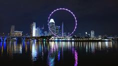 Vista nocturna de edificios