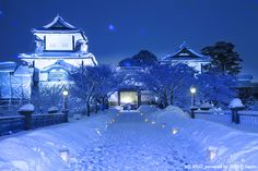 Japan's Best Scenic Destinations Snow In Japan, Winter In Japan, Japanese Castle, Kanazawa, City Lights, Hot Springs, Perfect Place, Landscape, Park