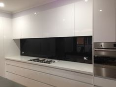 Ultimate Glass Splashbacks specialises in coloured glass splashbacks, kitchen splashbacks, glass tables, mirrors and more, located in Melbourne. Black Splashback, Coloured Glass Splashbacks, Mirror Splashback, Open Plan Kitchen Dining, Glass Kitchen, Kitchen Reno, Kitchen Room Design, Kitchen Designs, Kitchen Ideas