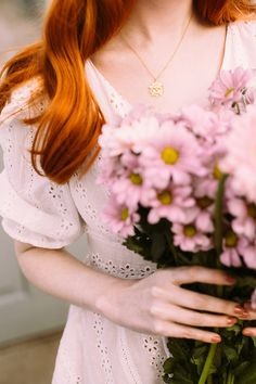 Pretty lace dress~signs of spring! Pretty Red Hair, Stylish Dpz, Lily Evans, Girls With Flowers, Ginger Girls, Foto Pose, Ginger Hair, Clothes Horse, Aesthetic Girl