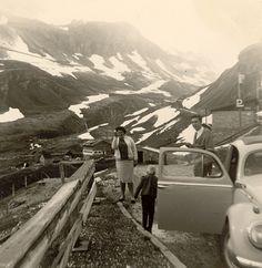 Die Breuers in den Schweizer Alpen. Mit dem Volkswagen ist das kein Problem.  Flohmarktfund