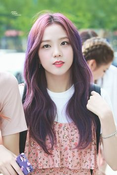 Discovered by R O S É. Find images and videos about kpop, blackpink and jisoo on We Heart It - the app to get lost in what you love. Blackpink Jisoo, Kpop Girl Groups, Korean Girl Groups, Kpop Girls, Black Pink Kpop, Non Blondes, Blackpink Photos, Jennie Blackpink, K Idol