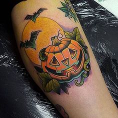 jack-o-lantern tattoo Future Tattoos, Love Tattoos, Beautiful Tattoos, Body Art Tattoos, Tatoos, Dark Tattoo, Tattoo You, Tattoo Time, Pumpkin Tattoo