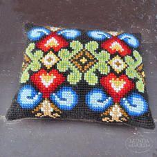 Käsityönä kirjailtu tyyny, Made in Finland