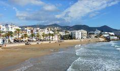 Buenos días bon dia desde la playa de St. Sebastià de Sitges #playa #beach #sitges