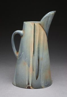 Matt Kelleher superb form and I love this glaze. Slab Pottery, Pottery Mugs, Ceramic Pottery, Pottery Art, Ceramic Pitcher, Ceramic Tableware, Ceramic Jugs, Pottery Workshop, Pottery Studio