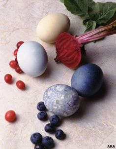 Decorate Eggs Naturally