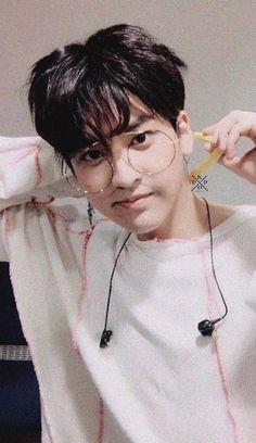 Oh my gosh he's so cute Kim Jinhwan, Chanwoo Ikon, Yg Entertainment, Bobby, Ikon Member, Ikon Debut, Ikon Kpop, Ikon Wallpaper, Fandom