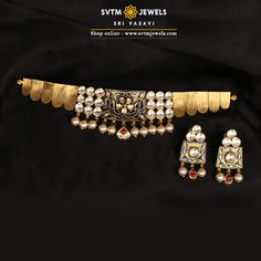 A touch of elegance is what this Choker represents. This 22 kt yellow gold Choker and its matching earrings studded with Kundan and hanging pearl beads. A perfect choice if you want a classy yet simple style. Real Gold Jewelry, Gold Jewelry Simple, Indian Jewelry, Antique Jewellery Designs, Gold Jewellery Design, Gold Mangalsutra Designs, Short Necklace, Necklace Set, Gold Necklace