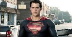Henry Cavill faz aniversário e Zack Snyder divulga foto do set de O Homem de Aço para parabenizá-lo