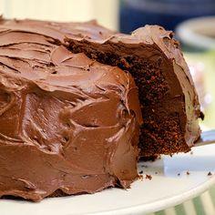 Har du festplaner i nærmeste fremtid? Da er dette kaken for deg å bake, for Food Cakes, Chocolate Ice Cream, Melting Chocolate, Banana Recipes, Cake Recipes, Chocolates, Smarties Chocolate, Norwegian Food, Eating Ice Cream