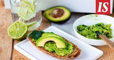 Tarun vegaaninen avokadotahna maistuu erityisen hyvälle rapeiksi paahdettujen leipäsiivujen kanssa. Avocado Toast, Dips, Salads, Bread, Breakfast, Dressings, Food, Recipes, Breakfast Cafe