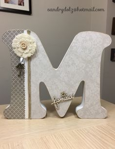 @letrasdemaderascrap letra M hecha a mano. Wood Monogram Letters, 3d Letters, Wooden Crafts, Diy And Crafts, Arts And Crafts, Flower Letters, Letter A Crafts, Diy Wood Projects, Diy Wreath