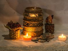 ~ click pe site pentru a cumpăra ~ ❁ ~ Artisan craft candle holder, handmade decorated by using twine, rope, and old book paper. It has the allure of a rustic, or a viking night. Handmade Home, Flower Vases, Dollar Stores, Pillar Candles, Twine, Vikings, Mason Jars, Candle Holders, Artisan