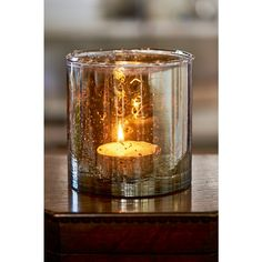 This beautiful votive is inspired by the classic architectural style and prestigious monumental houses and aristocratic squares of one of the most famous shopping streets in Paris: Rue de Rivoli Available in small and medium.